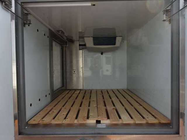 -20℃から+20℃設定 サーモキング製冷凍機  4WD サイドドア 4枚リーフサスで足回りを強化してます! キーレス Wエアバッグ ワンオーナー!