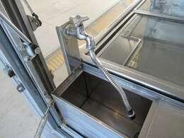 営業許可に必須の手洗い器も装備しています!