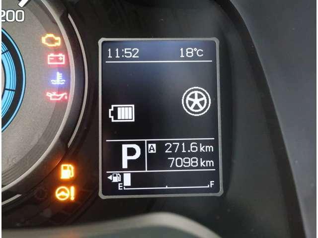 3.5インチの大型マルチインフォメーションディスプレイ☆ディスプレイには平均燃費や航続可能距離、外気温計、時計など表示できますよ☆大きなディスプレイだから運転中も確認がしやすいんです☆