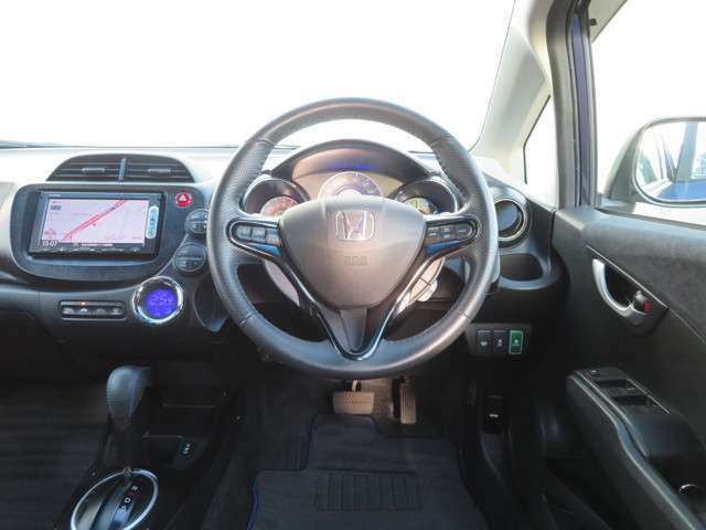 ドライバー目線で見たインパネ回りの画像です。