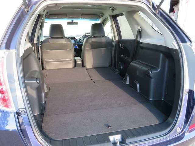 後部座席を収納するとご覧のとおり!大容量の荷室が完成です!