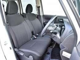 運転席まわりです。実際に座ってみて乗り心地を体感してみて下さい。
