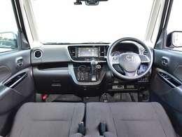 スーパーハイトワゴンならではの広々とした室内空間を、高い質感と快適さで満たすインテリアです。