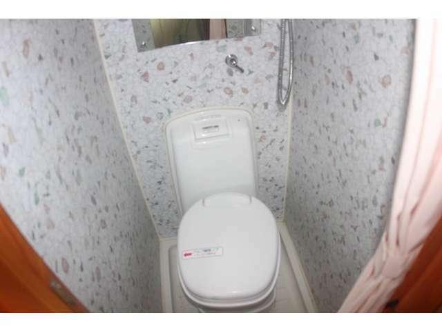 マルチルームにはトイレ、シャワーが付いてます♪温水ボイラーも装備されているので快適です。