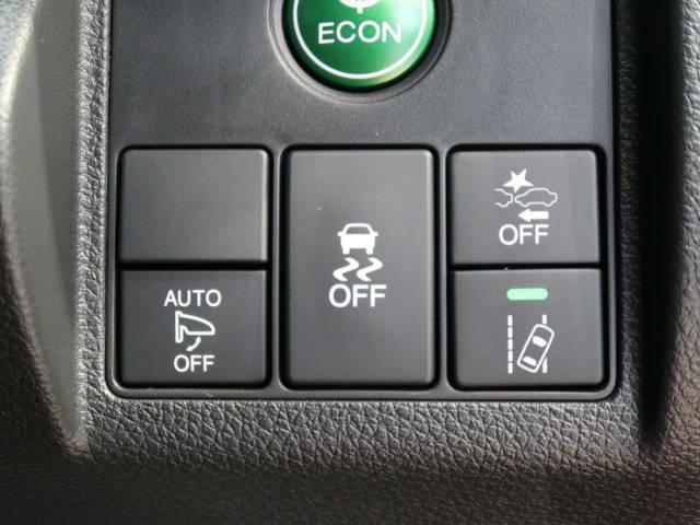 【ホンダセンシング】走行中に前方の車両等を認識し、衝突しそうな時は警報とブレーキで衝突回避と被害軽減をアシスト。より安全にドライブをお楽しみいただけます。【ステアリングスイッチ】運転中、前方から目線