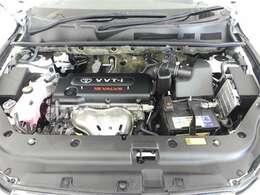 【エンジンルーム】・・・内外装だけでなくこちらもクリーニング済み。 納車までにもう1度しっかり点検いたしますので、安心してお乗りいただけると思います。