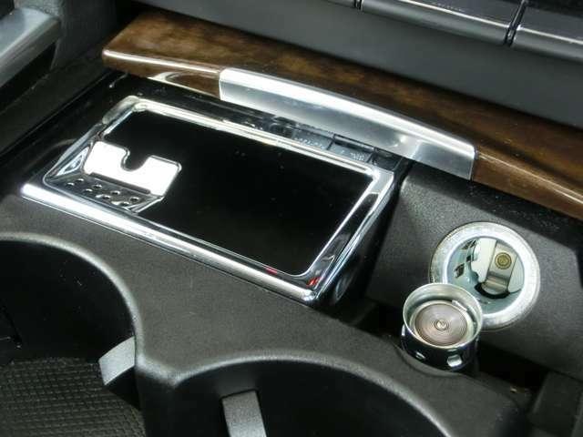 ■清潔感のある禁煙車両。灰皿もライターも使用痕跡はなく。車内に気になるニオイは感じられません。■中古車として魅力的な要素を多数備える魅力的な1台です。
