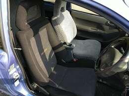 運転席レカロシートです