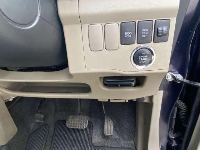 キーレス、プッシュ式スタートです♪雨の日やお荷物をたくさん持ってる時など鍵を出さなくてもドアが開き、ボタン一つでエンジンがかけられるので便利です♪そのプッシュ式のボタンの下にはETCが付いてます。