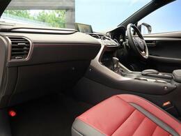 ●レクサスならではの、細部まで作り込まれた、洗練されたデザインです。運転席からの視界は、店頭にてお客様ご自身の目でお確かめください!