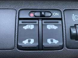 両側パワースライドドアになりますので利便性◎です♪運転席側のスイッチやキーで開け閉めが可能でございます♪小さなお子様でも安心して乗り降りすることが出来ます♪