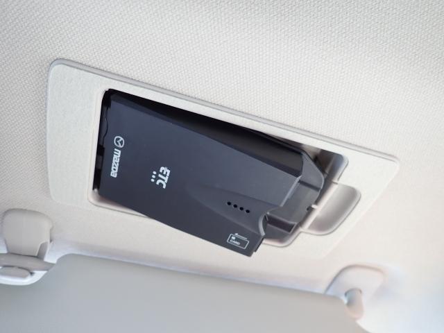高速道路の走行に便利なETCを装備!料金所もノンストップで快適です。また、サンバイザーの内側に装備されている為盗難防止にもなります♪