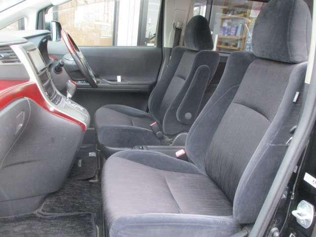 運転席側シート 使用感少なく綺麗です