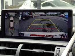 オプション【パノラミックビューモニター】付きです!車両を上部からみたように映し出してくれますので、車両全体が把握しやすくなっております!