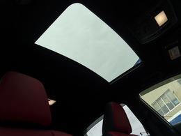 オプション【ムーンルーフ】付きです!開放感があり、天気の良い日はルーフを明けてドライブすると気持ち良いですよ♪リセールバリューにも大きく影響する装備のひとつ。せっかくならルーフ付きが良いですね!
