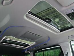 【ツインムーンルーフ】☆車内には解放感が溢れ、爽やかな風や太陽の穏やかな光が差し込みます☆