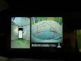 ●【アラウンドビューモニター】装備で空の上から見下ろすような視点で駐車が可能です☆前後左右の状況を把握出来るので安心感が違いますね(^^♪