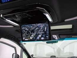 ALPINE製後席フリップダウンモニター装備!後席の方も一緒にご覧になれます!ドライブも大勢で楽しく行けますね!