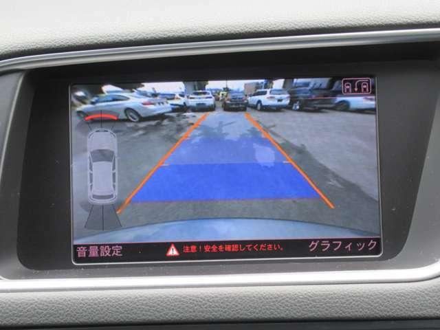バックカメラ付き。バックで駐車する際にとても便利で駐車が苦手な方に好評です。 サイドカメラも付いています。さらに死角が少なるなりますね!