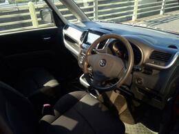 車内高もあり後席も余裕の空間がございます。