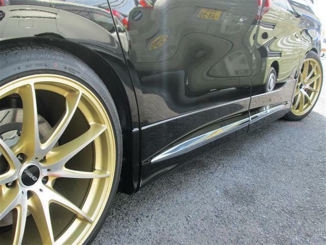 ◎RAYS20インチAWが足元のワンポイントですしKWの油圧式車高調が装備されています!!