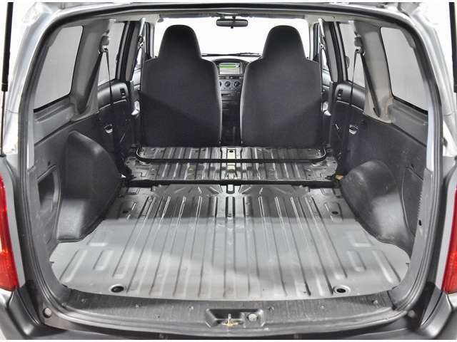 セカンドシートも簡単操作で広々荷室に早変わり☆お仕事のお荷物積込や大きなお買いものも可能です(^_-)