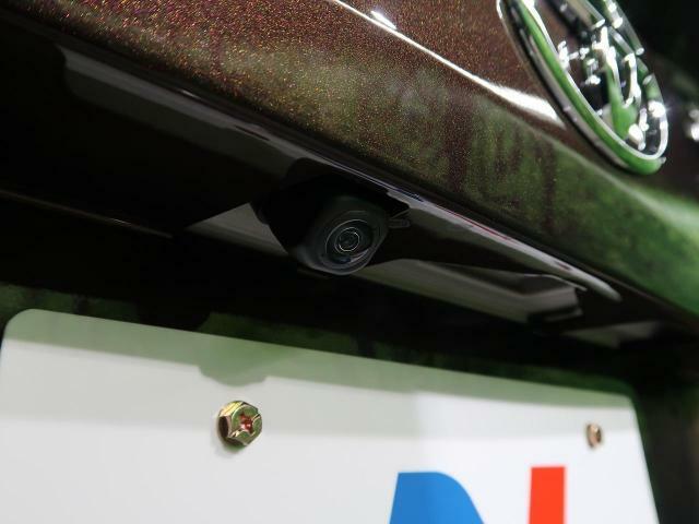 【バックカメラ】ナビと配線を選んで頂くとバックカメラで駐車時に後方確認もできますので、大きな車の運転で不安な方も安心してお乗りいただけます♪