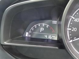 ご覧ください。走行距離は約400キロと慣らし運転もまだ終えていないような距離です。