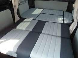 ダイネット部分はベッド展開可能です。大人の方が2名就寝いただけます♪