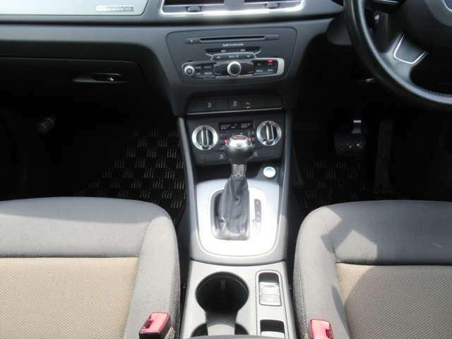 7AT(マニュアルモード付シフト) エンジンプッシュスタート/ストップ スマートキー 電子パーキングブレーキ デュアルフルオートエアコン