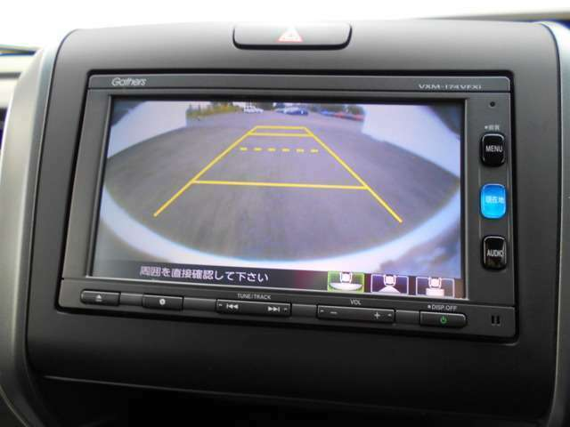 駐車時の後退も安心の【リアカメラ】付き☆ 後方の死角を画面に映し出してくれるので障害物や距離感の確認ができて、車庫入れも楽々ですね。