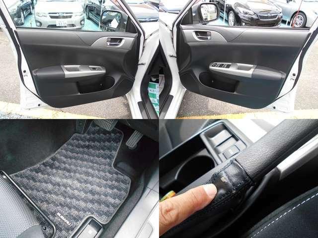 内装カラーはブラック&シルバー!!納車後無いと困る『フロアマット』もしっかり装備!!内装で気になる箇所はサイドブレーキブーツの擦れです!!ご遠方にお住まい等で現車確認出来ない方は要チェックです!!!
