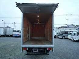 荷室内寸 長さ440cm 幅177cm 高さ200.5cm