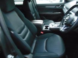 快適な座り心地とホールド性の良いシートは疲れにくくなってます。