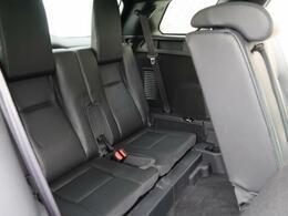 3列に分かれた7人乗りのシートは簡単に展開可能です。