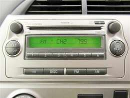 純正CD付きです。音楽を楽しみながらのドライブ、いいですね♪中央のパネルと一体化しておりますので、すっきりとしたイメージになっております。
