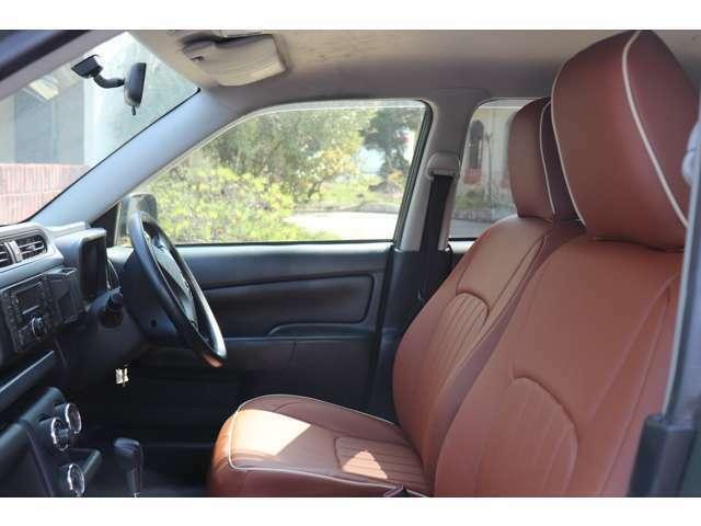 商用車でお馴染みのプロボックスもアウトドア仕様に。リフトアップ、インチアップすることでよりアウトドア感が。ヘッドライトのイエローが効いてますね。内装もカスタム可能です。