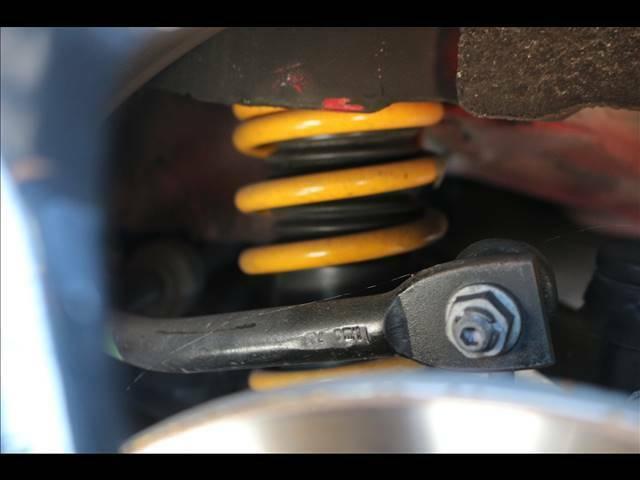 GIGAMOT車高調装備。全長倒立式で減衰力調整がタイヤを外すことなく30段階可能です。