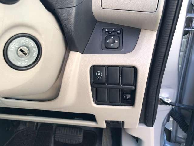 アイドリングストップ付。アイドリングストップ機能が搭載された車は停止した時にエンジンも停止するので燃費が向上します!