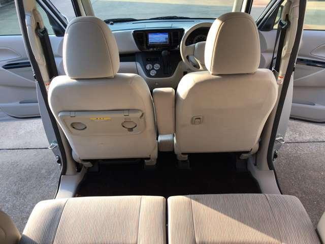 軽ハイトならではの広々とした後部座席。なんと、後部座席にもドリンクホルダー装備。ゆっくりくつろげます。