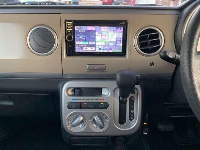 オーディオ装備は、社外メモリーナビ(Kenwood/MDV-333)、ワンセグテレビ(走行中可能)、DVD再生、CD再生、ETC車載器などの装備です。 スマートKEY×2本も付いてますんでお買い得っす