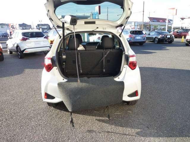 収納装置アームを引き出して、操作スイッチで吊りベルトを下ろし、車いすに掛けて収納します☆
