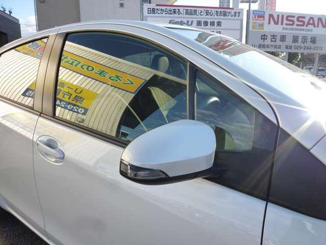 ドアミラ-にウィンカ-ランプ付きで車外からの視認性に優れています♪