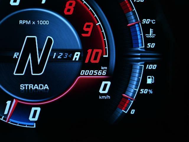 走行距離は566km。 慣らし運転も終わっていないようなコンディションのお車です。