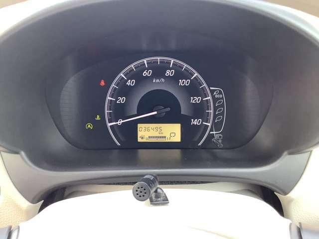 シンプルなスピードメーターでスピード計が大きく表示されているためとても見やすいです!
