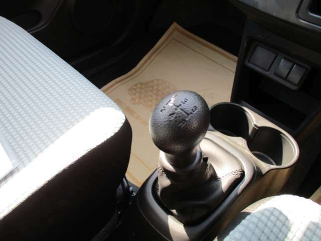 【整備・修理】当社認証工場にて承ります。タイヤ交換やオイル交換の軽作業から各所の整備や修理もお気軽にお問い合わせ下さい。