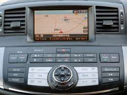 【HDDナビ】こちらのお車はHDDナビを装備しております。高性能なナビ機能の他、CD再生や自動録音、DVDビデオ、フルセグも可能にできます。ドライブ中の楽しみが増え、便利で多彩な機能です。