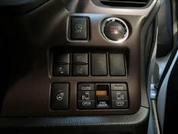ミニバンの必須アイテムの、両側電動スライドドア。