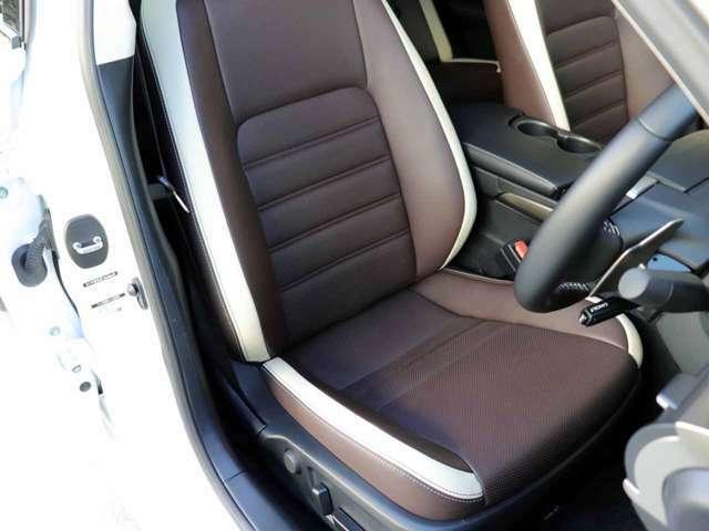 運転席の状態です。シートのスレ、シワ、ヘタリ等なく、きれいな状態です。8way調整式パワーシート(HOT&COOL)です。ノーブルブラウンのセミアニリン本革シートです。