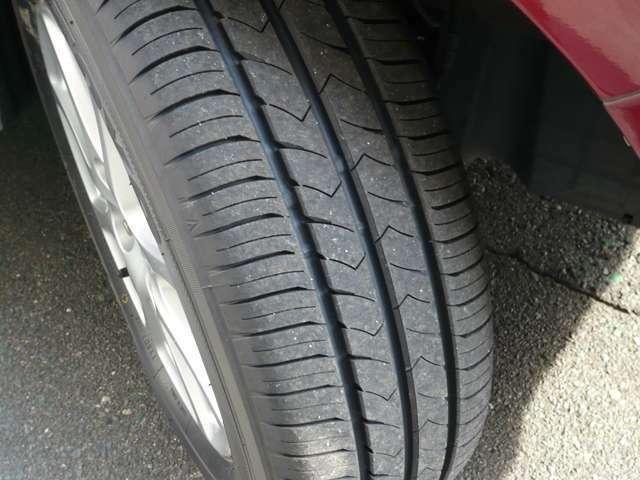 タイヤは4本とも新品です。